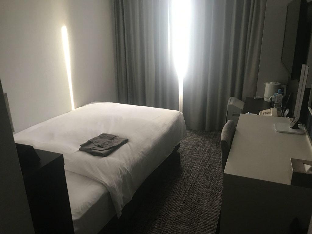 フォーポイントバイシェラトン函館。部屋(ベッド)画像