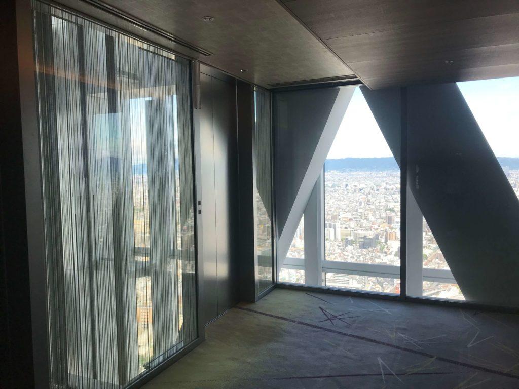 エレベーターの踊り場