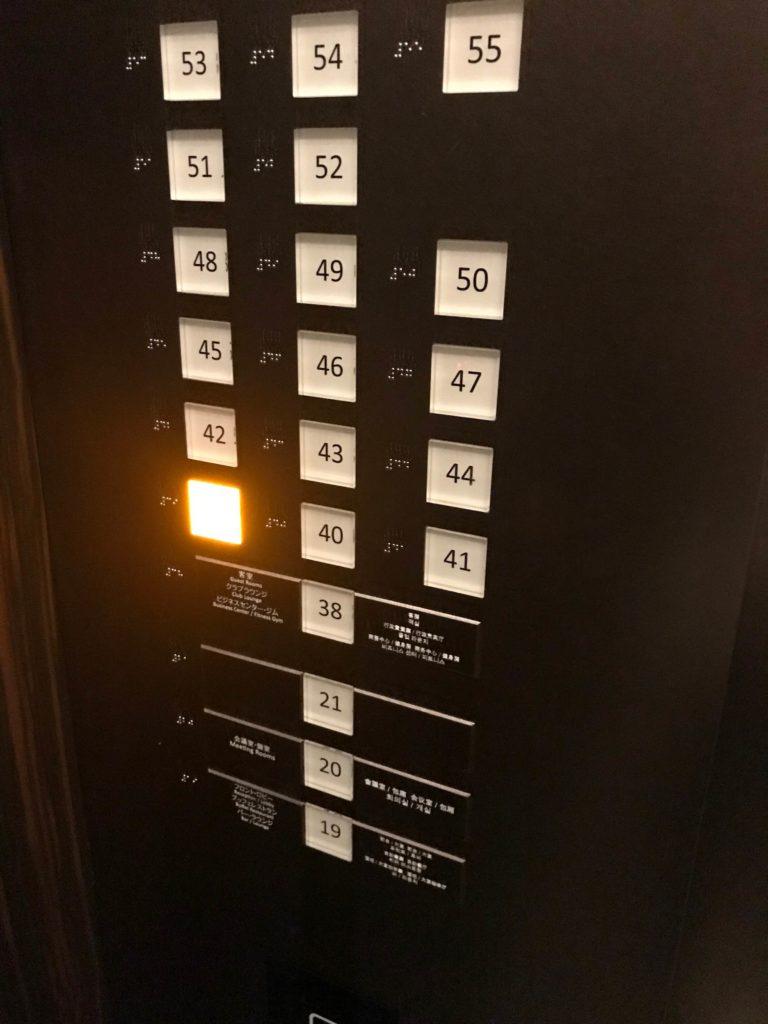 エレベーター内画像