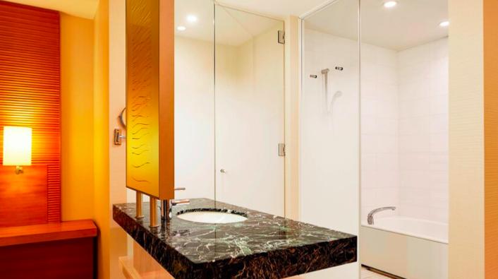 シェラトングランドホテル広島。洗面所別角度