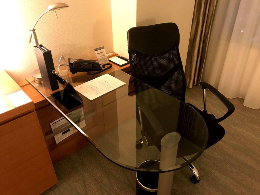 シェラトングランドホテル広島。作業机。