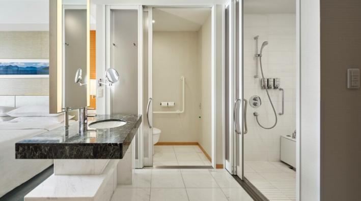 シェラトングランドホテル広島。洗面所&トイレ&風呂